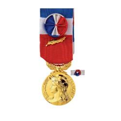 Médaille du Travail:35ans: bronze doré ( médaille d'Or ) +Option Gravure  (Nom+Prénom+Année promotion)-Vendu sans la rosette