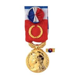 Médaille du Travail:40ans: bonze doré ( Grand Or )+ Option Gravure (Nom+Prénom+Année promotion)-Vendu sans la rosette
